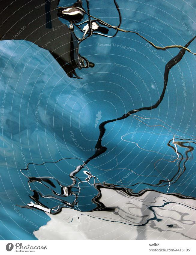 Gebilde Wasserspiegelung abstrakt beweglich Himmel Wellenbewegung Botte Takelage Masten Seile unkenntlich maritim blau türkis Linien bizarr Formen Wellenspiel