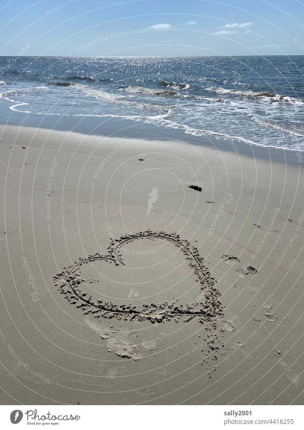 Meerliebe Herz Liebe Symbol Strand Brandung Ebbe Wasser Horizont Wellen Sand Küste Nordsee Ferien & Urlaub & Reisen Natur Sandstrand Liebeserklärung Zeichnung