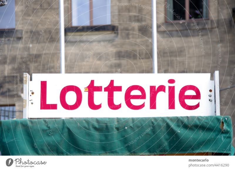 Werbeschild Lotterie | MT Dresden 2021 Losbude Lotterielose Glücksspiel verlieren Zufall Farbfoto Gewinnspiel Menschenleer Hoffnung Wunsch Millionär Spielen