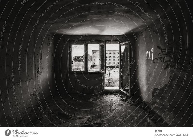 Lost Land Love | Wohnraum Wohnung wohnraumgestaltung wohnen Haus Häusliches Leben Fenster Gebäude Fassade Miete geöffnet offen Tür Plattenbau DDR