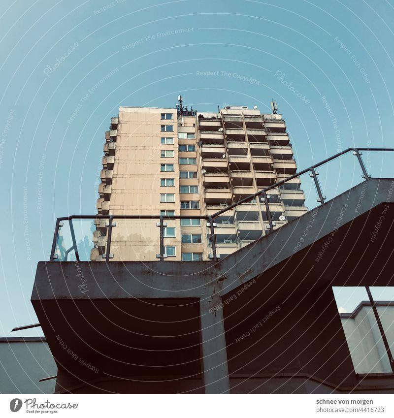 Orte des Studierens Hochschule Hochhaus Bochum Uni Treppe Sozial Wohnungen Wohnungsbau Tristesse fenster Balkone Architektur Stadt urban Gebäude Bauwerk