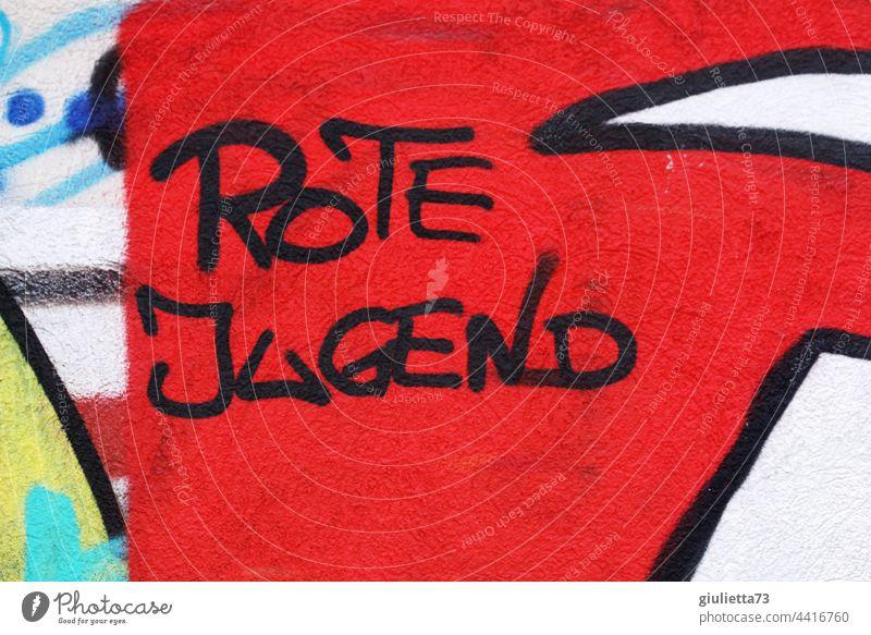 Graffiti | Rote Jugend auf rotem Untergrund an eine Mauer gesprüht grafitti Grafische Darstellung Kommunismus Sozialismus links Linksextremismus Jugendkultur