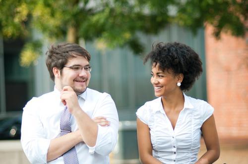 Pause Berufsausbildung Azubi Praktikum Studium Wirtschaft Kapitalwirtschaft Business Unternehmen Karriere Erfolg Sitzung sprechen Team Feierabend Freude