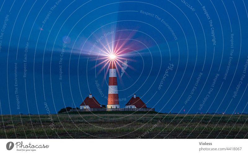Wie das Land, so die Leuchttürme Westerhever Leuchtturm Nordsee Nacht Strahlen Blendenstern blau Küste dunkel Landschaft Tourismus Ferien & Urlaub & Reisen
