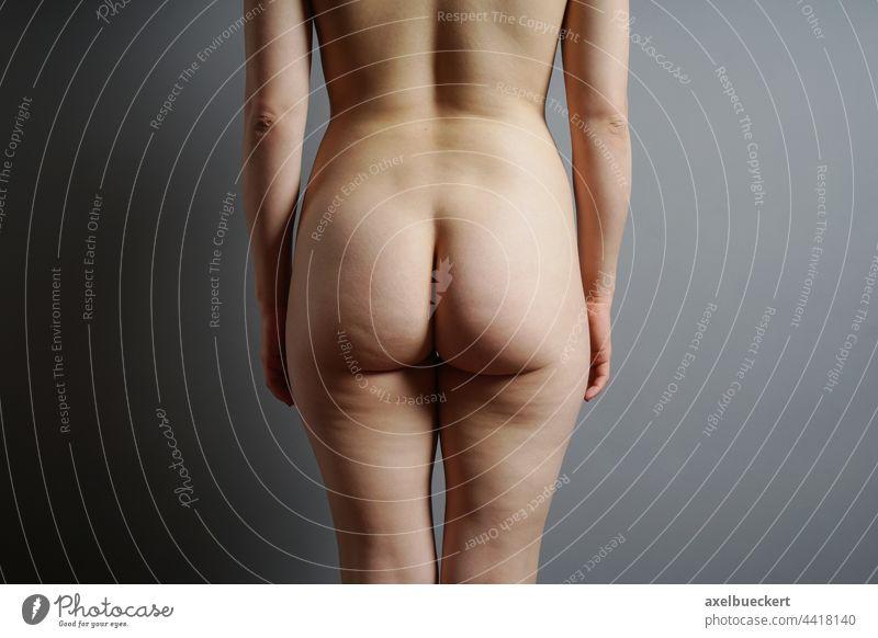 weiblicher Po po Gesäß Frauenkörper nackt Weiblicher Akt Körper körperteil weiblicher körper hintern von hinten feminin Erotik Haut Junge Frau Erwachsene