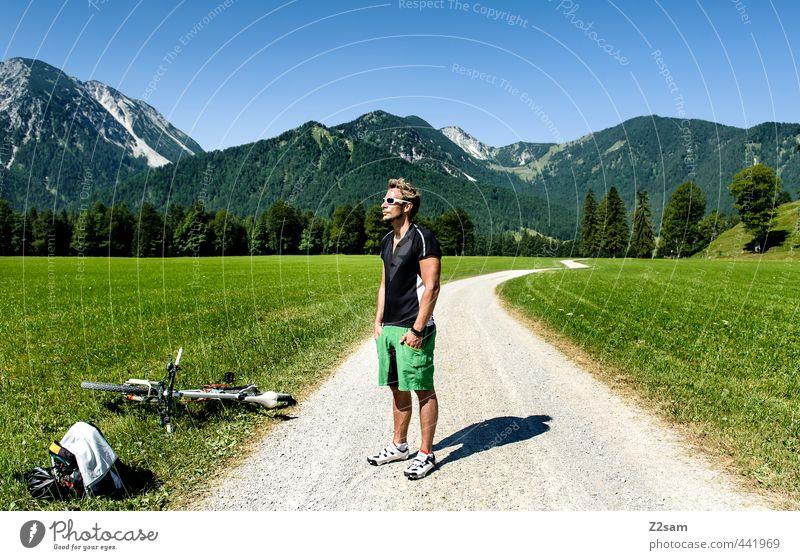 biker Lifestyle Stil Fahrradfahren Junger Mann Jugendliche 1 Mensch 18-30 Jahre Erwachsene Natur Landschaft Sommer Schönes Wetter Wiese Alpen Berge u. Gebirge