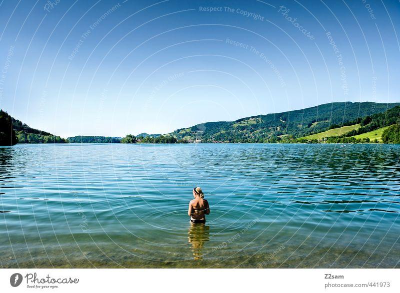 Badenixe Jugendliche Ferien & Urlaub & Reisen blau schön grün Wasser Sommer Erholung ruhig Landschaft Junge Frau Erwachsene 18-30 Jahre kalt Berge u. Gebirge