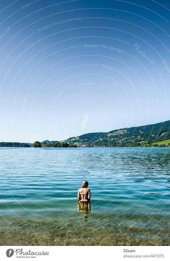 Badenixe Natur Jugendliche Ferien & Urlaub & Reisen blau schön grün Sommer Erholung ruhig Landschaft Junge Frau Erwachsene kalt 18-30 Jahre Berge u. Gebirge