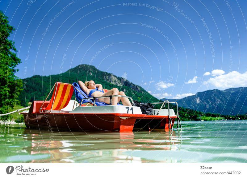 chillen Jugendliche Ferien & Urlaub & Reisen schön Wasser Sommer Erholung ruhig Junge Frau Landschaft Erwachsene 18-30 Jahre Berge u. Gebirge feminin See liegen