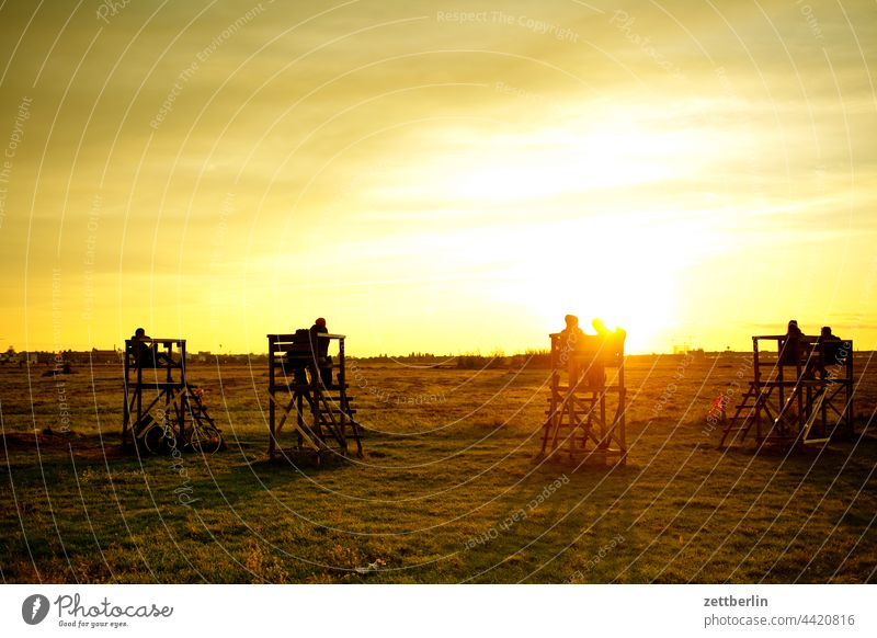 Tempelhofer Freiheit berlin denkmal ferne flugbahn flughafen flugplatz freiheit frühling himmel horizont kalter krieg luftbrückendenkmal mahnmal menschenleer