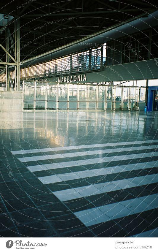 MAKEDONIA airport Griechenland Thessaloniki Makedonien Licht Spiegel Beton grau schwarz weiß Gitter Architektur Flughafen Makedonia Glas Marmor Gestänge