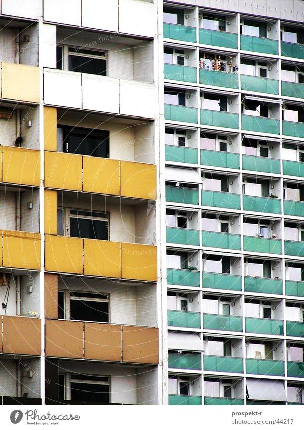 Kreative Platte weiß grün gelb Architektur Perspektive Dekoration & Verzierung Dresden Balkon Mobilität Plattenbau mint Balkondekoration