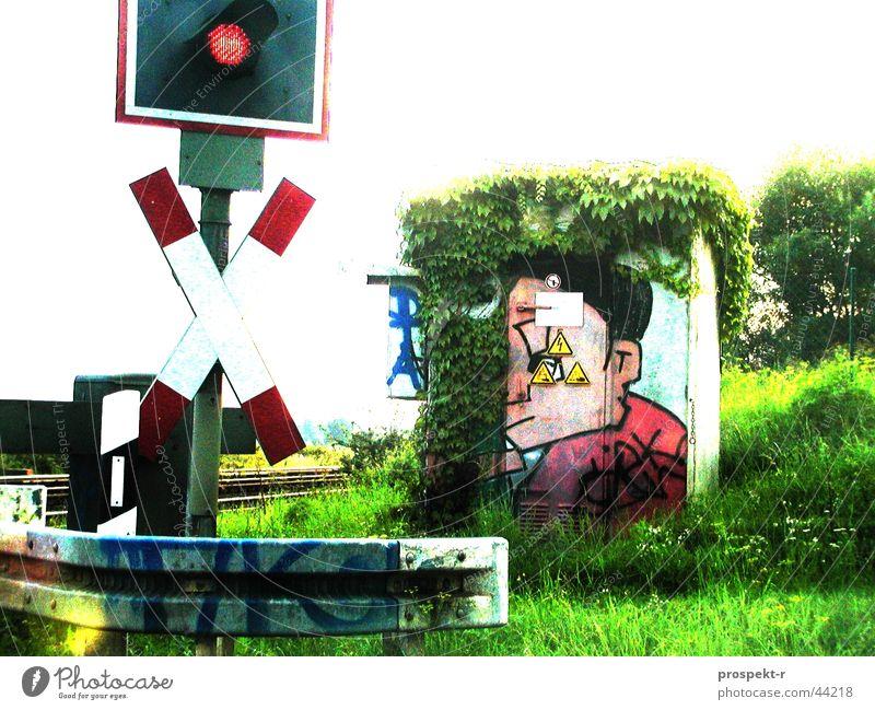 Andreas und sein Kreuz grün Gesicht Straße Graffiti Technik & Technologie Pfosten sprühen Schranke Tagger Leitplanke Elektrisches Gerät Bahnübergang