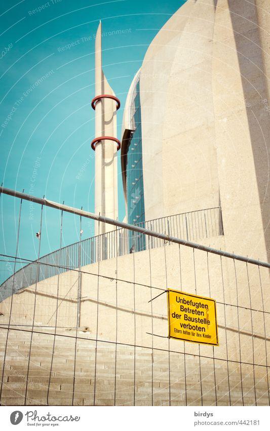 Zentralmoschee Köln Wolkenloser Himmel Turm Architektur Moschee Schriftzeichen Hinweisschild Warnschild blau gelb Akzeptanz Misstrauen ästhetisch