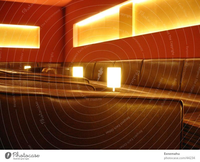 Living Room Dream weiß rot gelb Lampe Erholung Fenster braun Beleuchtung orange Raum Architektur Tisch Ecke Bank Stuhl Bar