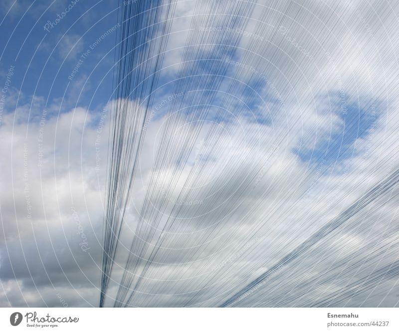 Kunstfäden Schnur weiß schwarz Gebäude lang Streifen Schüre Nähgarn Himmel blau modern Bewegung