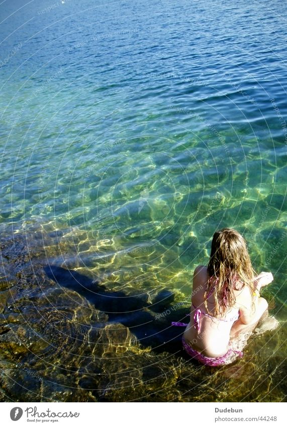 der Bergsee Frau Wasser Mädchen Sommer Erholung feminin See Landschaft blond Bikini Kanada British Columbia