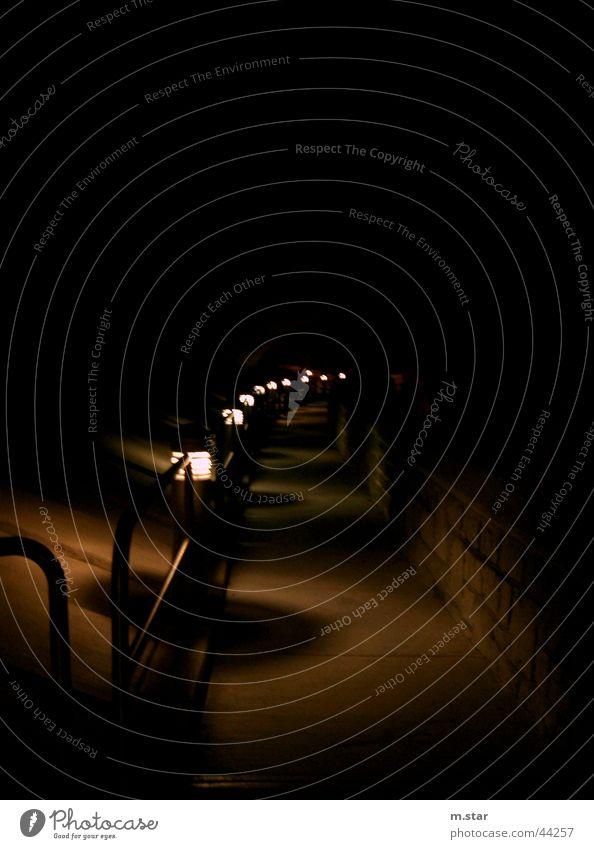 street lights in a row Straßenbeleuchtung Laterne dunkel Dinge scwarz dumm Wege & Pfade