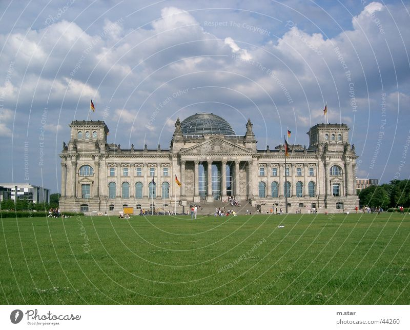 Der Reichstag Politik & Staat Regierungssitz Wiese Wolken historisch Houses of Parliament Deutscher Bundestag Berlin Deutschland Architektur