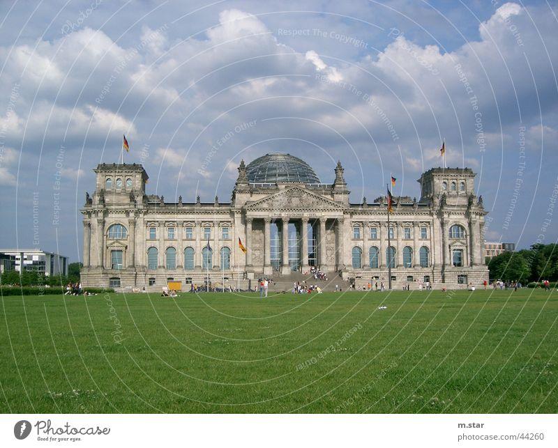 Der Reichstag Wolken Berlin Wiese Deutschland historisch Politik & Staat Deutscher Bundestag Houses of Parliament Regierungssitz