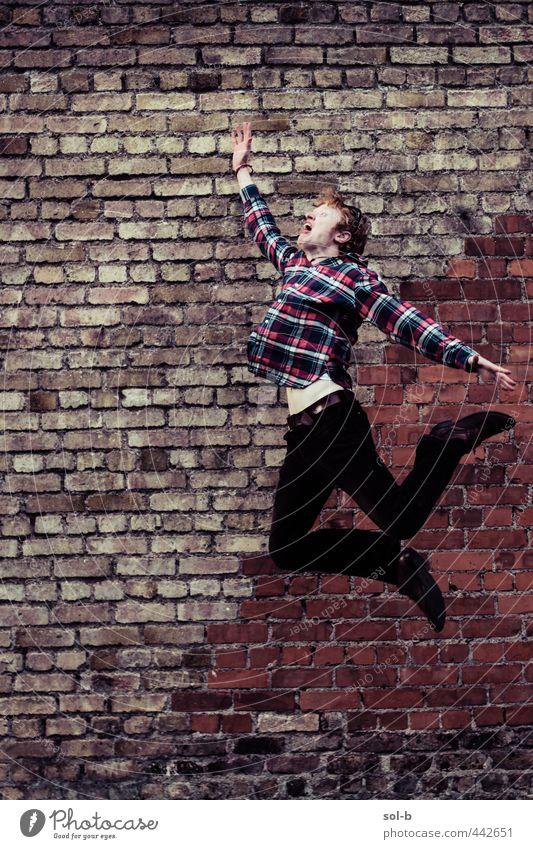 Mensch Jugendliche Stadt Erwachsene Junger Mann dunkel 18-30 Jahre Wand lustig Mauer Stil Feste & Feiern springen Mode maskulin wild