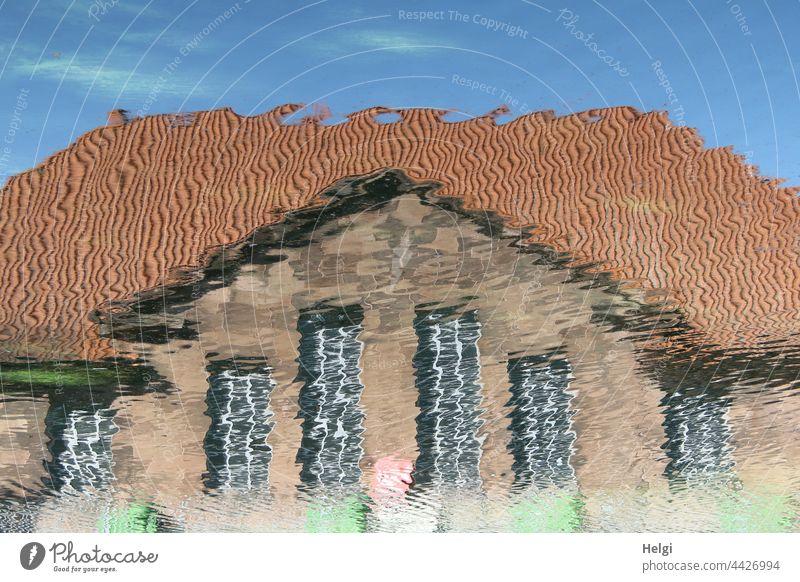 Aquarell - Spiegelung eines Hauses im Wasser Gebäude Architektur surreal Reflexion & Spiegelung Fassade Fenster Dach Himmel Menschenleer Bauwerk Farbfoto