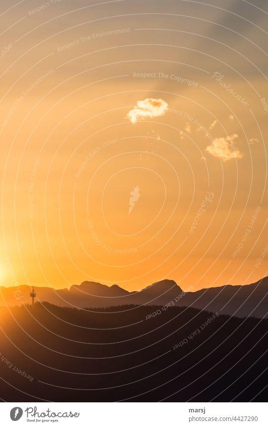 Bei so einem Tagesanfang kann die Woche nur gut werden. Demut Hoffnung Sonnenuntergang Himmel Natur Abend Rossbrand Berge sanft Turm Fernmeldeturm Sonnenlicht