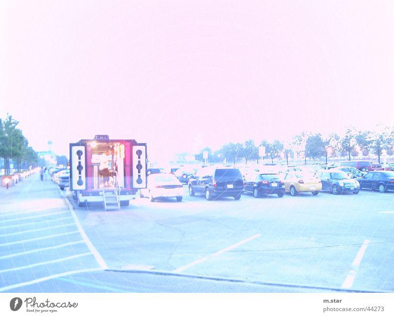 too bright Canda Toronto Stil Langzeitbelichtung weiß Parkplatz hell PKW car cars parking