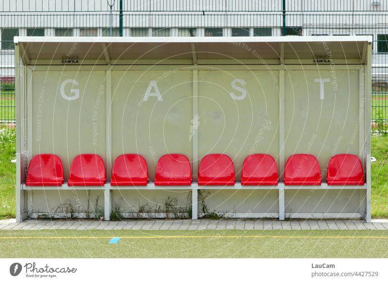Auswärtsspiel Fußball Heimspiel Gast Fußballplatz Freizeit & Hobby Tribüne Publikum Stadion Sportveranstaltung Ballsport leere ränge Fußball in Coronazeiten