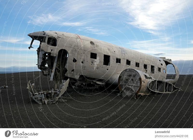 Verlassenes Flugzeugwrack in Solheimasandur, Island Unfall Fluggerät Luftverkehr gebrochen Cockpit Absturz Schaden isländisch Metall Militär alt Ebene