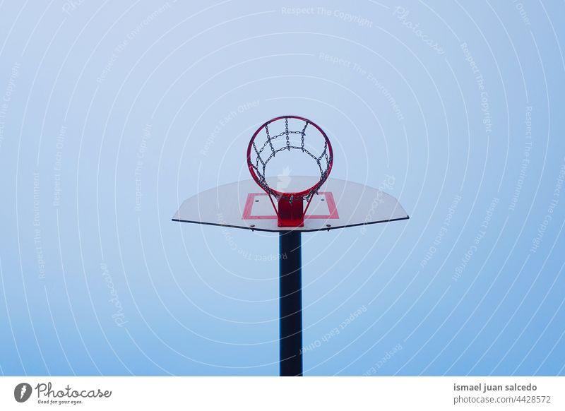 Street Basket Hoop Sportgeräte Basketball Korb Straßenkorb Reifen spielen Spielen Gerät Konkurrenz Verlassen alt Gericht Feld Park Spielplatz im Freien
