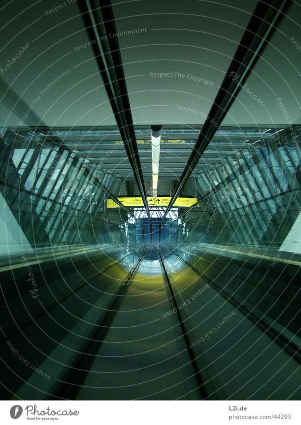 On The Way Up Rolltreppe Hannover Licht gelb Architektur Flughafen Metall blau Silber Style modern Strukturen & Formen Mittelpunkt Innenaufnahme