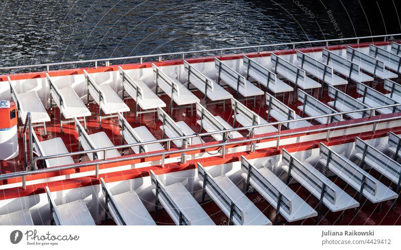Leeres Boot in Hamburg Bootsfahrt Wasser Wasserfahrzeug Tourismus Ferien & Urlaub & Reisen Außenaufnahme Farbfoto Menschenleer Schifffahrt Tag Meer Ausflug