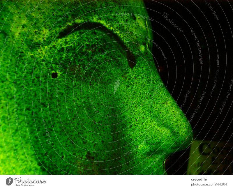 greenface grün schwarz Auge dunkel Kopf Beleuchtung Glas Nase obskur Wange Spray angemalt