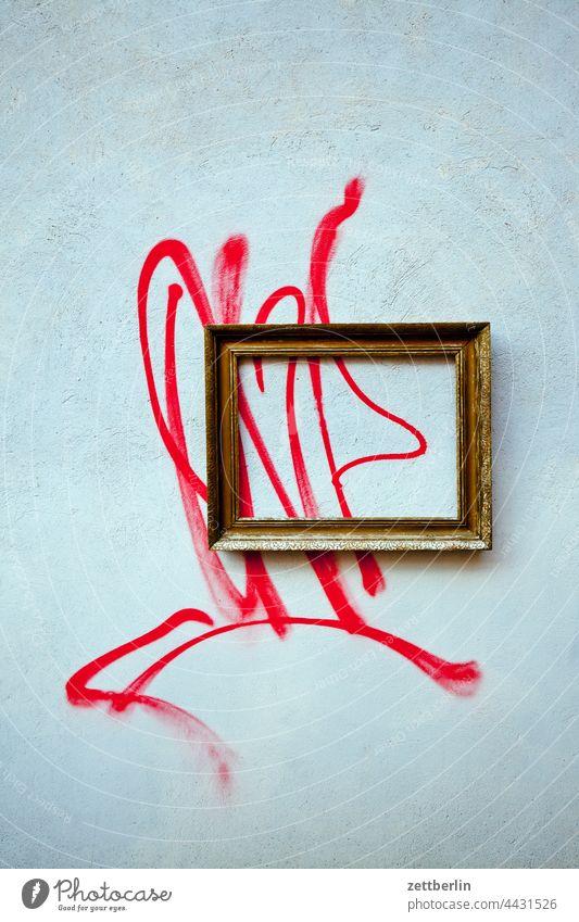 Kunst ist, wenn ein Rahmen drum ist kunst bild wandbild rahmen goldrahmen tagg linie grafitti grafitto sachbeschädigung vandalismus beschmiert schmiererei