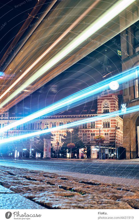 das ehemalige Erfurter Hauptpostamt am Anger bei Nacht Archtiektur Stadt urban Langzeitbelichtung Licht Straße Stadtzentrum Verkehr dunkel Abend Straßenverkehr