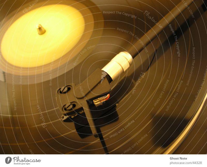 ReTro Schallplatte Plattenspieler Diskjockey schwarz gelb Tonabnehmer Musik Entertainment Turntable Plattenteller