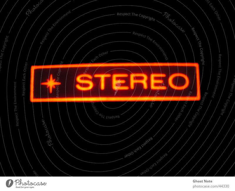 STEREO stereo Musik rot schwarz Licht Makroaufnahme Nahaufnahme Schriftzeichen Aktien Klang