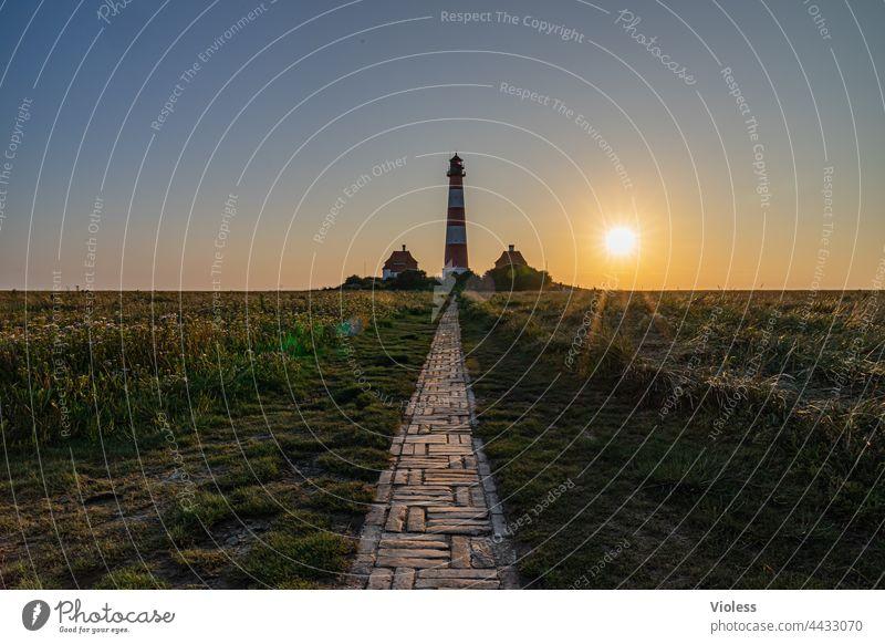 Wie das Land, so die Leuchttürme Westerhever Leuchtturm Nordsee Strahlen Blendenstern blau Küste dunkel Landschaft Tourismus Ferien & Urlaub & Reisen