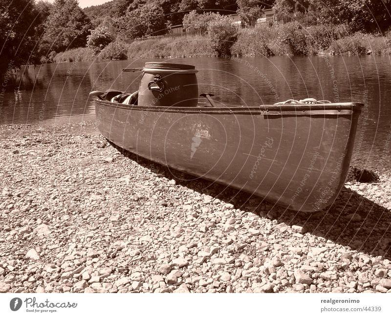 erkanumobil Kanu Wasserfahrzeug Fischerboot Schifffahrt Fluss sepian