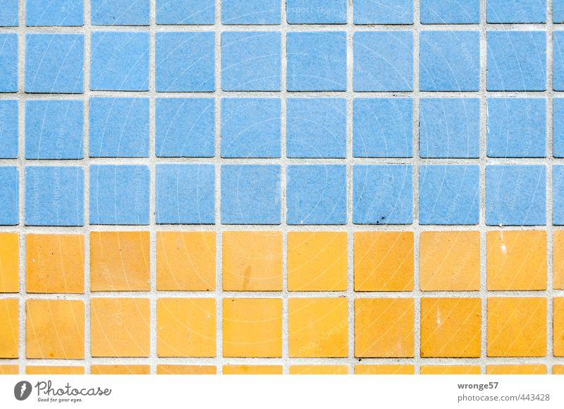 Kacheldesign Haus Gebäude Plattenbau Mauer Wand Fassade eckig hässlich Stadt blau gelb Fliesen u. Kacheln Quadrat mehrfarbig zweifarbig Farbfoto Außenaufnahme