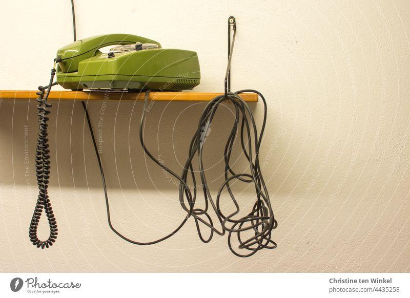 Besetzt | also den Hörer wieder aufgelegt Telefon grünes Telefon Wählscheibentelefon Retro-Farben retro-stil alt Telefonhörer analog Nostalgie Kommunizieren