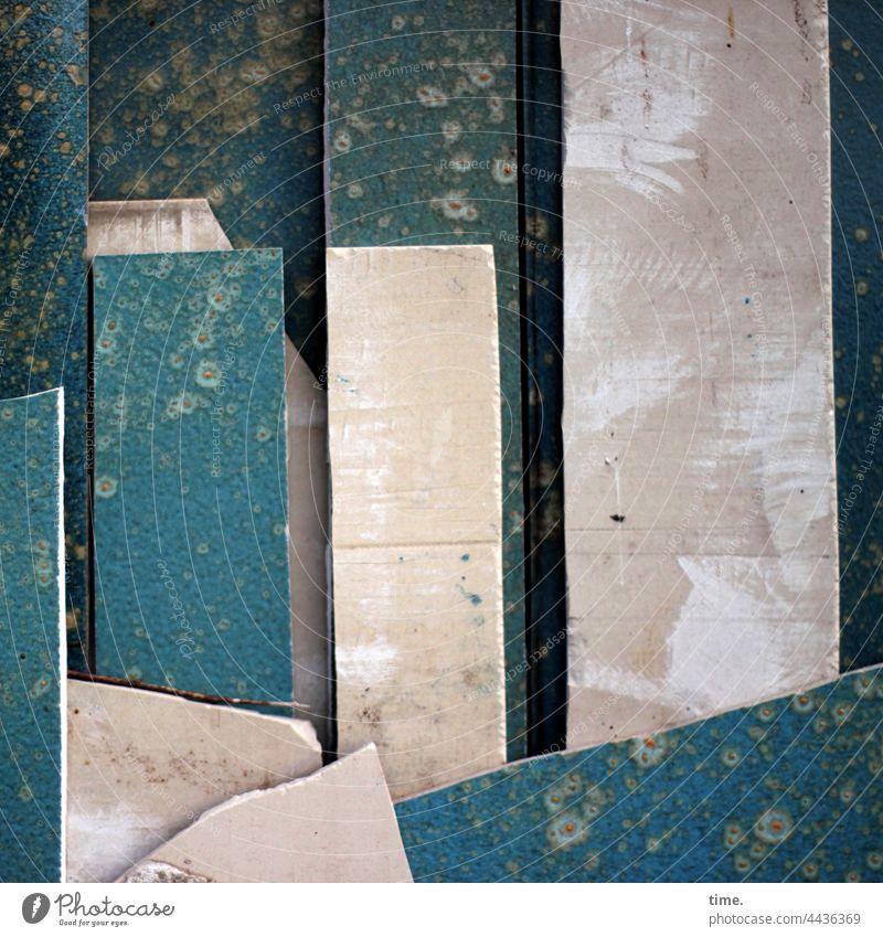 Ordnung im Chaos | Bruchstücke, abgestellt keramik verschnitt kunsthandwerk Flächen Oberflächen stehen witterung verwittert vorderseite rückseite lagerplatz