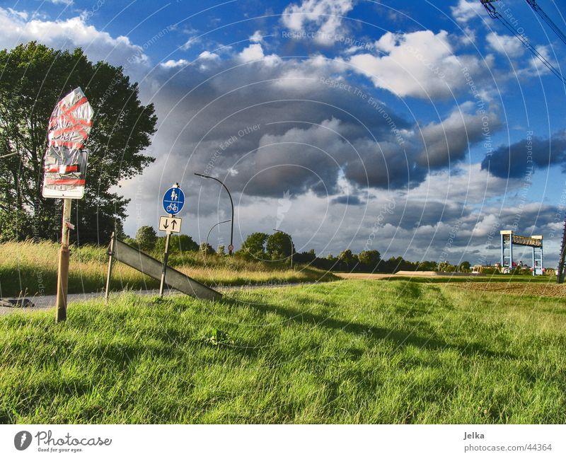 wolkies Himmel Wolken Wind Gras Schilder & Markierungen bedrohlich cloud Rasen Farbfoto
