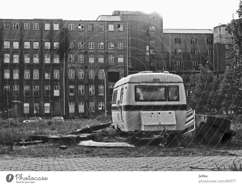 Camping alt Einsamkeit Haus Architektur Wohnung dreckig Armut retro Industriefotografie Müll Ruine Gesetze und Verordnungen Niederlande Ghetto Wohnwagen