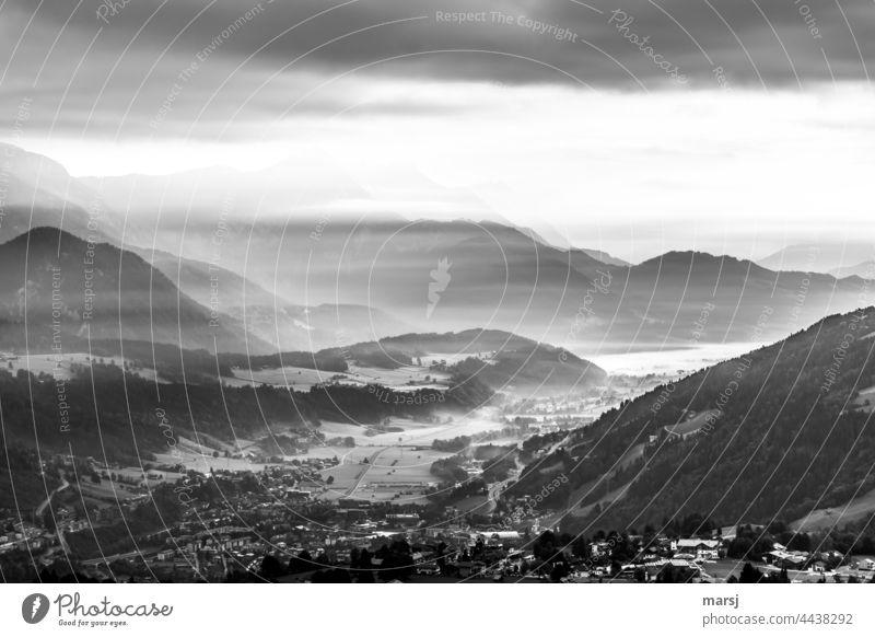Kalte Nebelschleier über dem Ennstal Landschaft Panorama (Aussicht) Natur Morgen Einsamkeit Hügel harmonisch Erholung kalt Hoffnung ruhig demütig