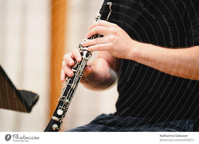 Mann spielt Klarinette Ensemble kammermusikfestival klarinette Musik musikprobe musikinstrument Instrument holzblasinstrument Musikant