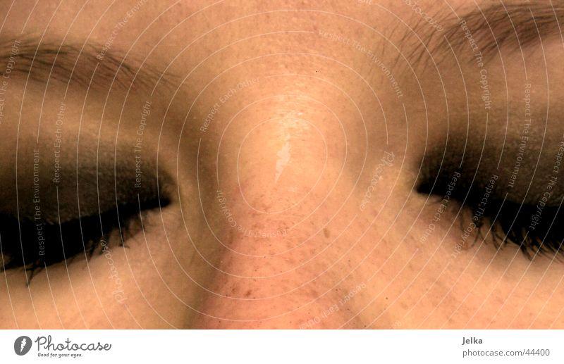 schlaf kindchen, schlaf! Frau Gesicht Erwachsene Auge Nase schlafen Wimpern Augenbraue Wimperntusche Halbschlaf Lidschatten Nasenbein