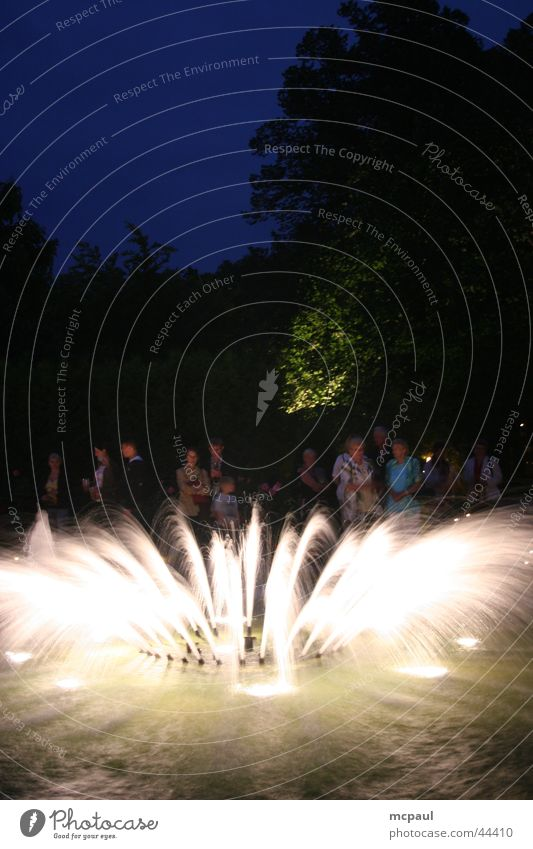 Springbrunnen bei Nacht Wasser Party Club Brunnen Springbrunnen