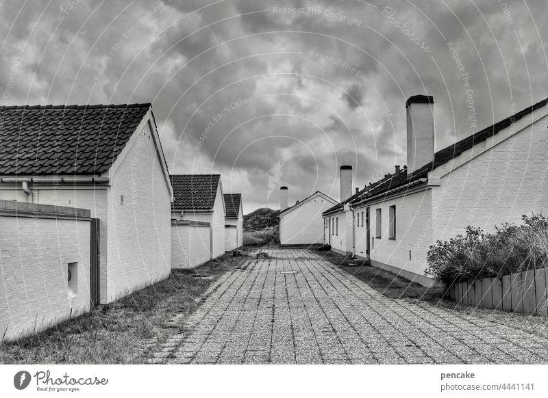 besetzt | die siedler Siedlung Häuser Kamin Backstein Ferienhaus Ferienhaussiedlung alt 80ziger Eigenheim sozial Besitzer Hausbesitzer Dänemark Nordseeküste